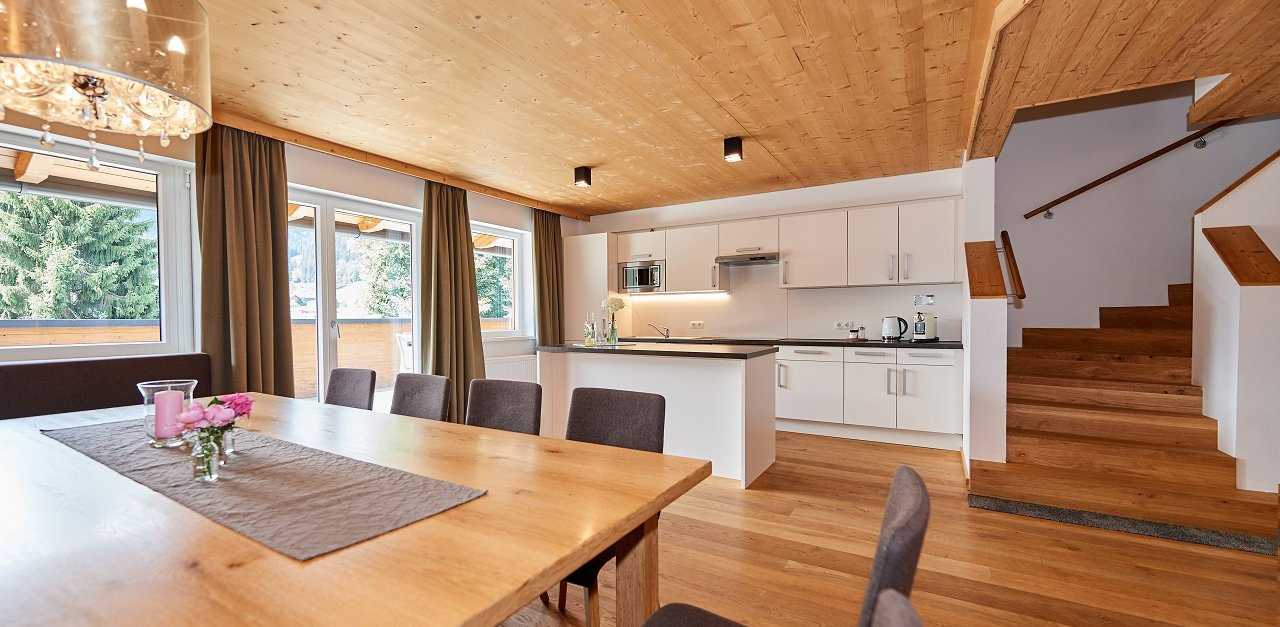Dining area & kitchen in the Faulkogl penthouse in the Central holiday resort Flachau