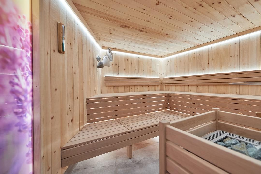 sauna wellness ferienanlage central flachau. Black Bedroom Furniture Sets. Home Design Ideas
